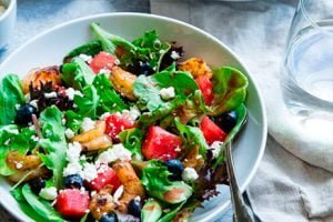 Avocado salads with feta cheese and spinach-Keephumanity research